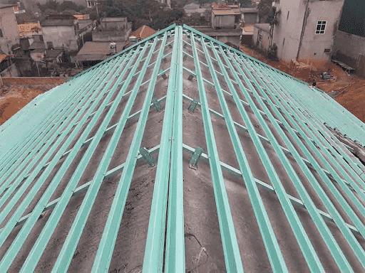 thiết kế xà gồ thép cho hệ kèo bê tông dán ngói
