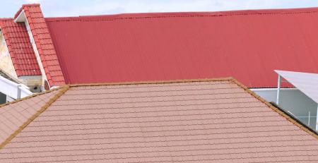 Mái nhà thường phai màu sau 2 năm sử dụng