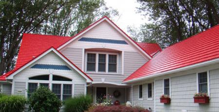 Mẫu nhà lợp tôn đỏ kết hợp sân vườn đẹp