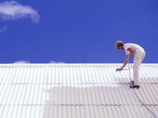 dùng sơn chống rỉ sét cho mái tôn