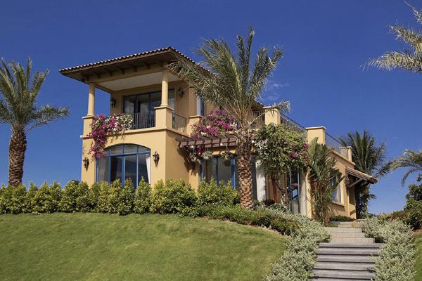 Nhà 2 tầng lợp tôn đẹp với vị trí xây dựng cao cho vùng ven biển