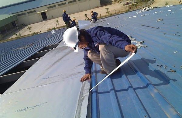 Những cách bảo vệ mái tôn không bị tốc vào mùa gió bão