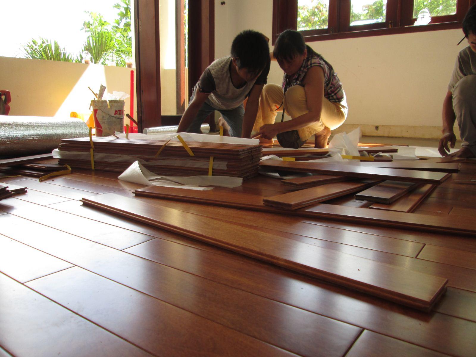 sàn gỗ bị nứt